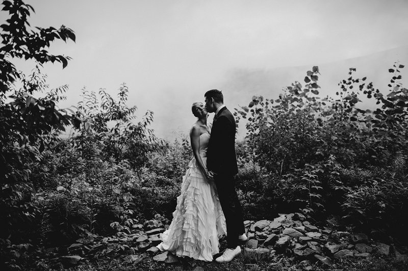bride and groom in mountains catskills