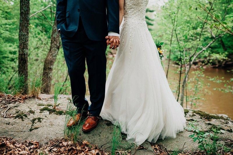 how to pose wedding couple