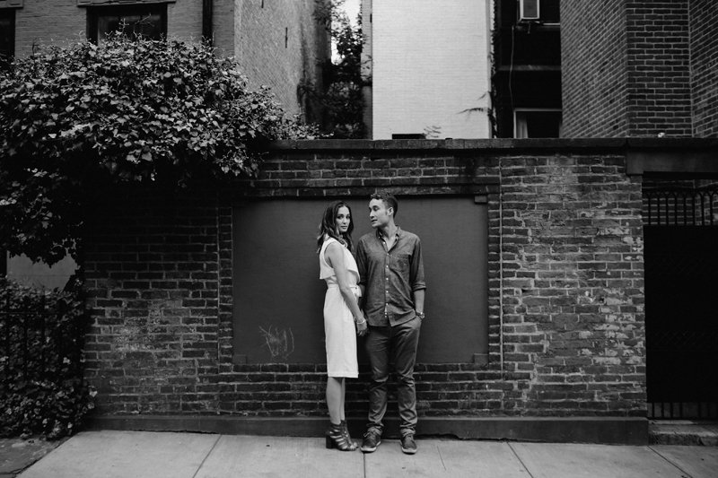 stylish brooklyn heights promenade engagement session