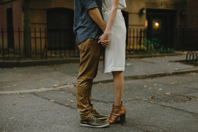stylish brooklyn heights promenade engagement session