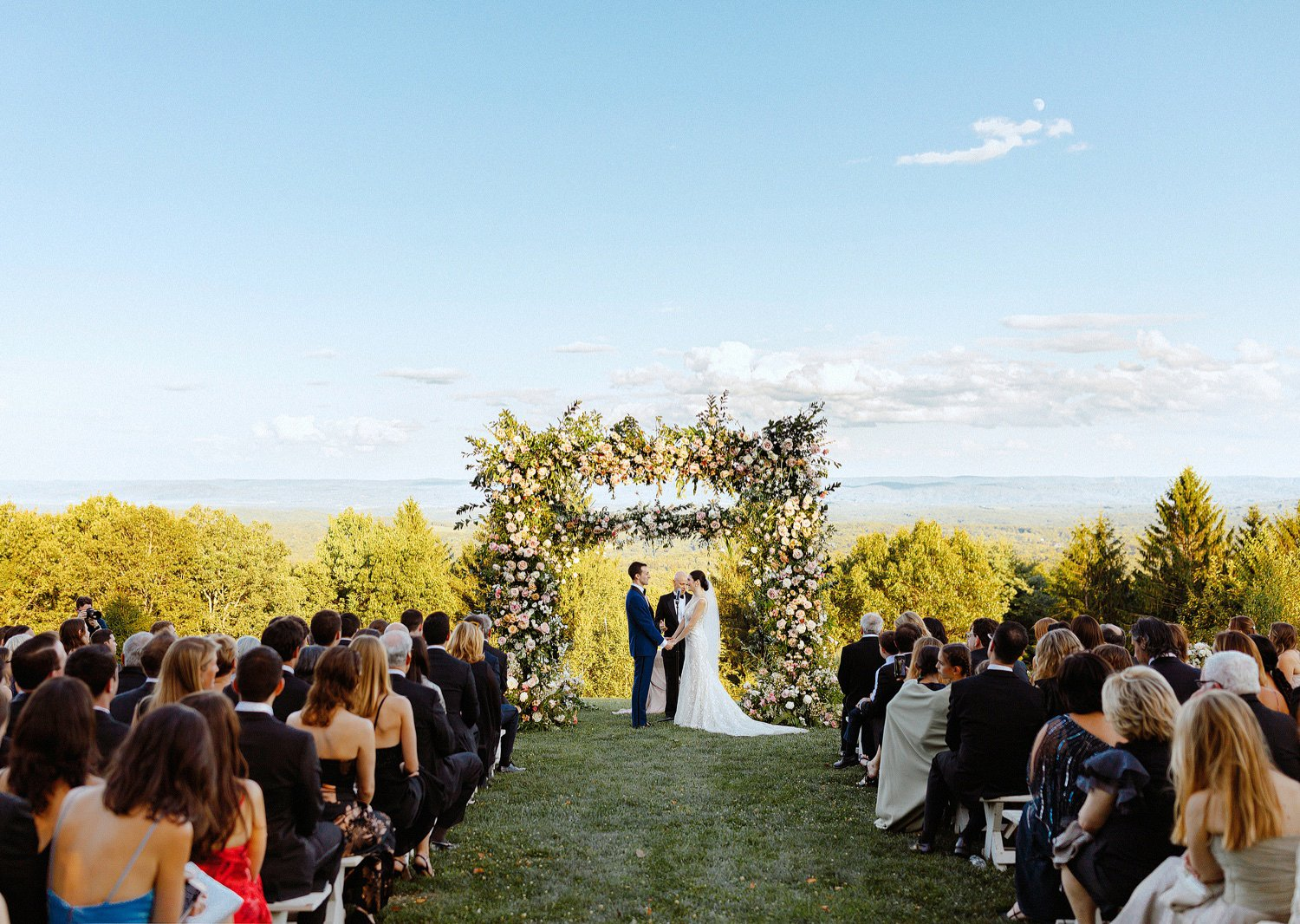 summer cedar lakes estate wedding ceremony